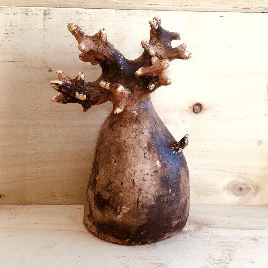 Baobab terre dorure Eva Garçon artiste plasticienne chez Eva Célia & Rosalie Aubignan centre artistique et saveurs Vaucluse art bien-être