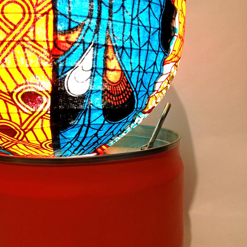 détails lampe bidon Eva Garçon artiste plasticienne chez Eva Célia & Rosalie Aubignan centre artistique et saveurs Vaucluse art bien-être