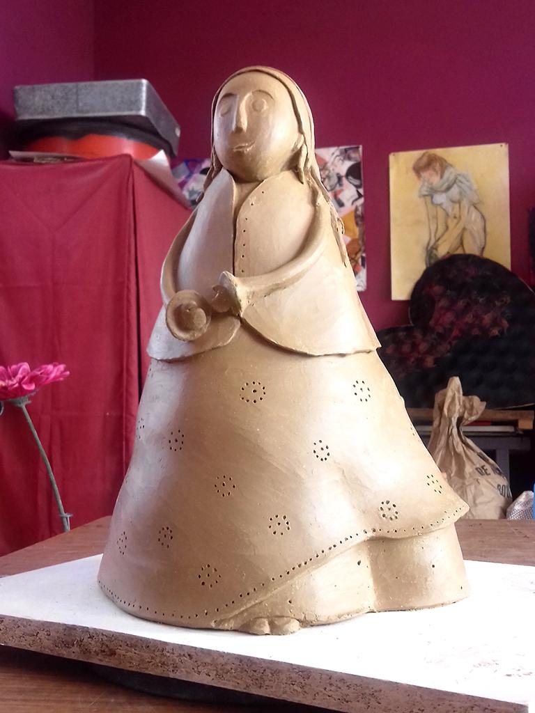 boheme modelage terre Eva Garçon artiste plasticienne chez Eva Célia & Rosalie Aubignan centre artistique et saveurs Vaucluse art bien-être