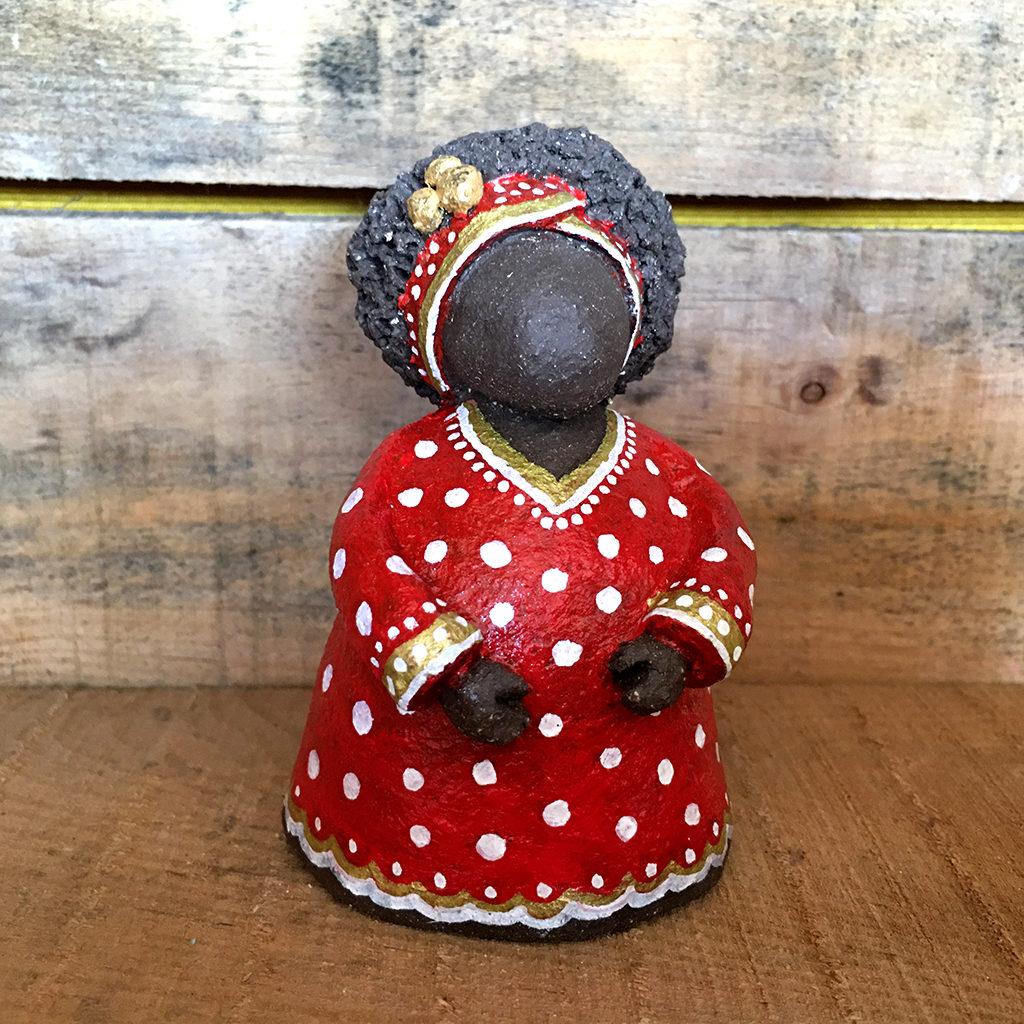boubou terre rouge pos Eva Garçon artiste plasticienne chez Eva Célia & Rosalie Aubignan centre artistique et saveurs Vaucluse art bien-être