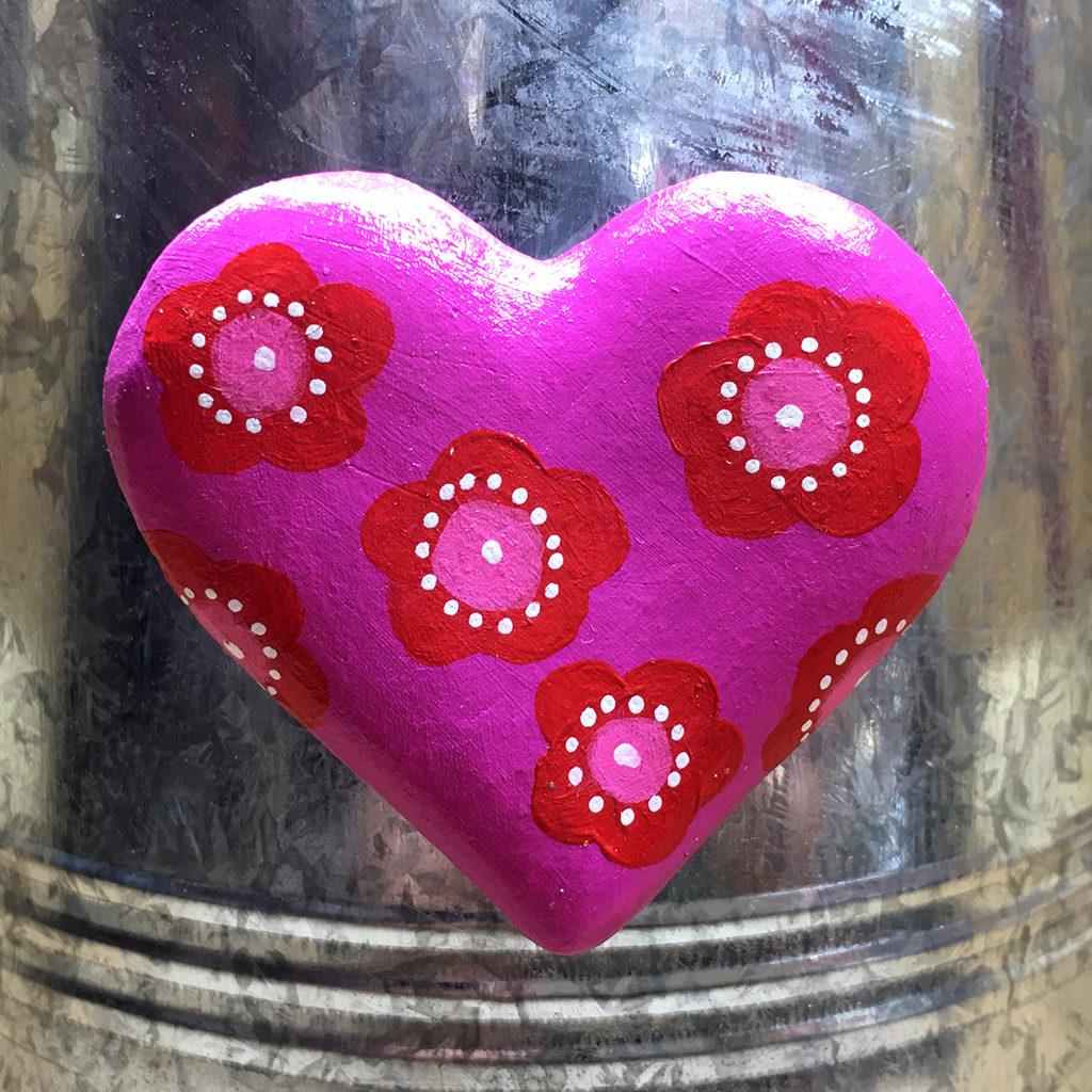 coeur terre magnet Eva Garçon artiste plasticienne chez Eva Célia & Rosalie Aubignan centre artistique et saveurs Vaucluse art bien-être