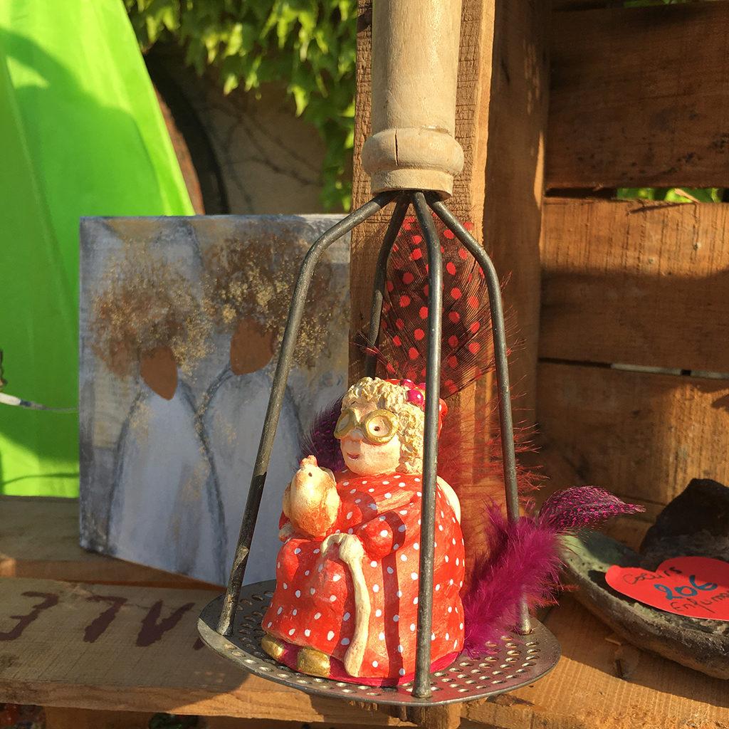 Mamie cabaret terre et plumes Eva Garçon artiste plasticienne chez Eva Célia & Rosalie Aubignan centre artistique et saveurs Vaucluse art bien-être