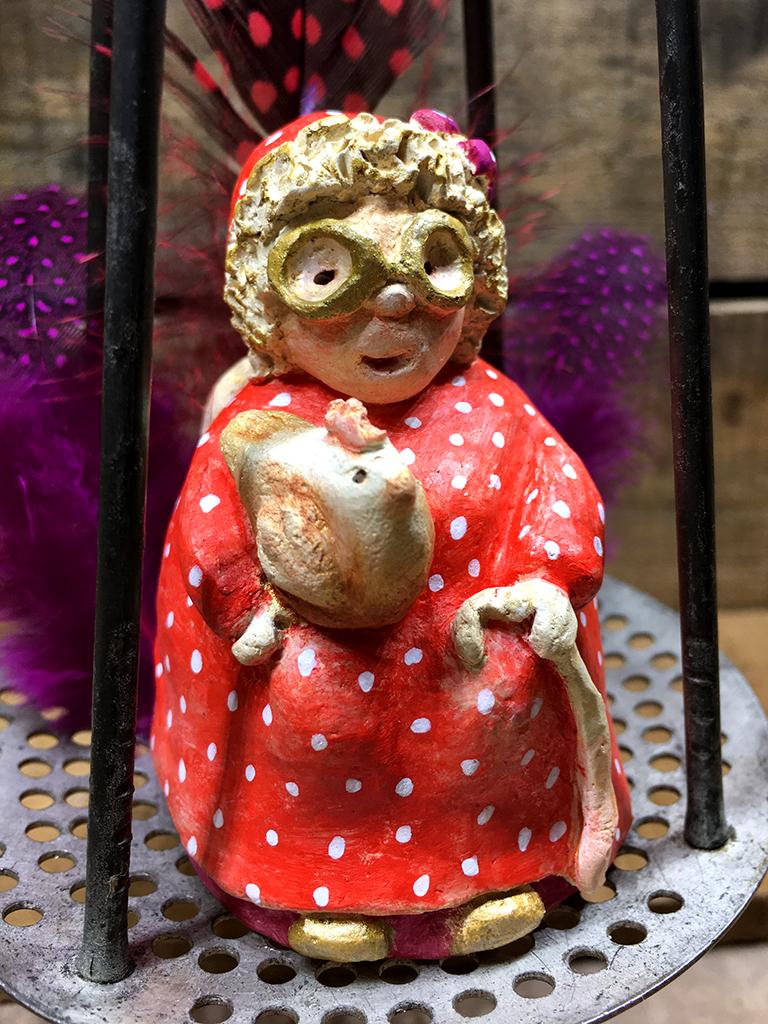 mamie Cabaret rouge et poule Eva Garçon artiste plasticienne chez Eva Célia & Rosalie Aubignan centre artistique et saveurs Vaucluse art bien-être