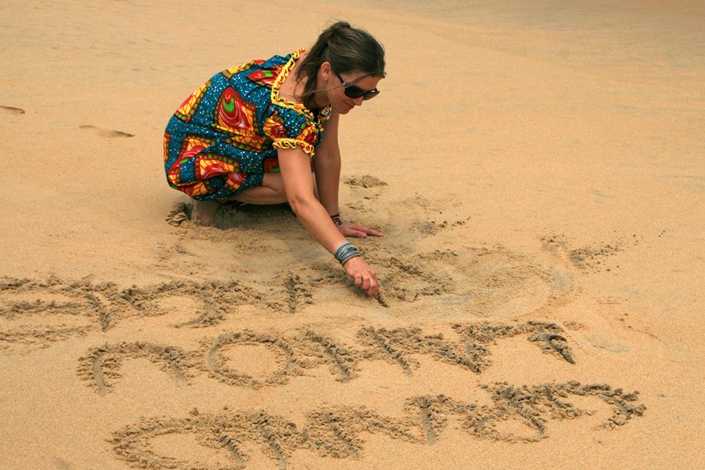 Eva plage Côte d'Ivoire Eva Garçon artiste plasticienne chez Eva Célia & Rosalie Aubignan centre artistique et saveurs Vaucluse art bien-être