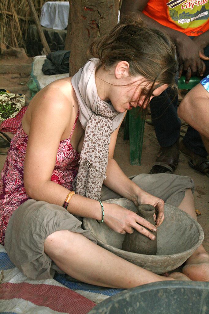 Eva poterie Sénégal Casamance Eva Garçon artiste plasticienne chez Eva Célia & Rosalie Aubignan centre artistique et saveurs Vaucluse art bien-être