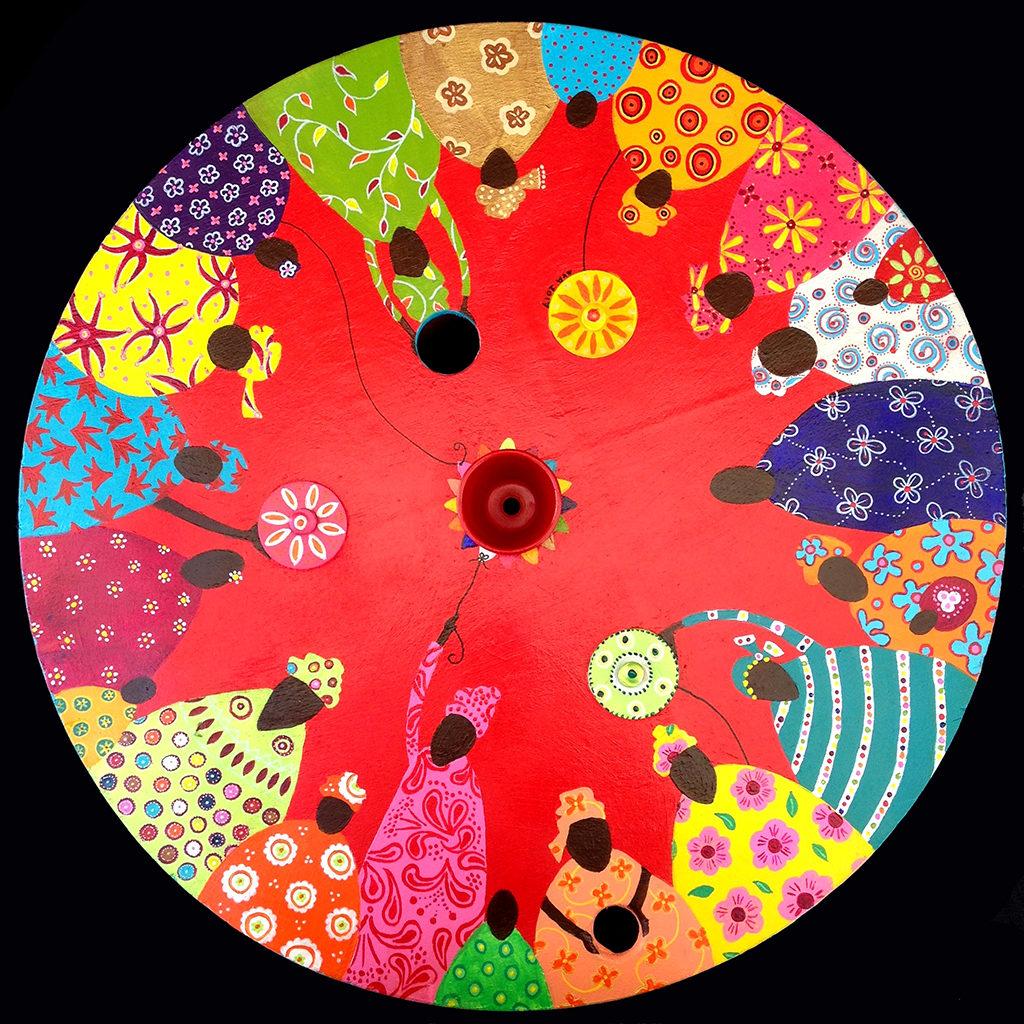 tableau touret bois peint Eva Garçon artiste plasticienne chez Eva Célia & Rosalie Aubignan centre artistique et saveurs Vaucluse art bien-être