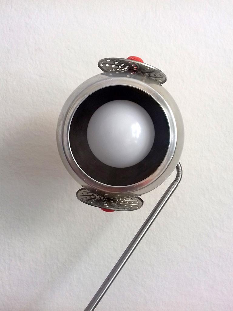 tete objet détourné lampe ampoule Eva Garçon artiste plasticienne chez Eva Célia & Rosalie Aubignan centre artistique et saveurs Vaucluse art bien-être